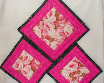 Quilted Rose Garden Gift Set  Hot Pad and 2 Pot Holders