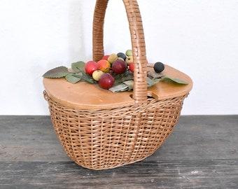 Vintage wicker basket purse with berries - 1960's wicker purse