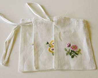 French Vintage Hand Embroidered Drawstring Bags Cotton Pouches Pochettes Set of Three Floral Home Decor 1960s-1970s