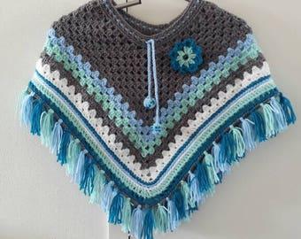 Blue/mint/grey crocheted poncho size 116 t/M 128