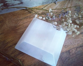 Selenite crystal charging plate