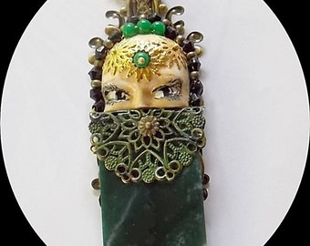 Peek a boo. Emerald, agate, crystal and polymer clay necklace.