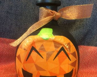Halloween bottle art.