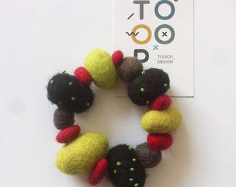 Bracelet beads felt PomPoms design wool felt balls large beads green red black gray