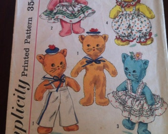 Vintage Sewing Pattern Simplicity 1843 Stuffed toys clothes Dog Cat Bunny