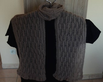 Knitted with beige pattern scarf