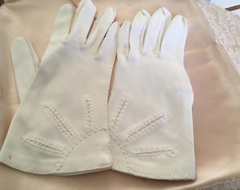 "Vintage 50's ""WRIST LENGTH GLOVES "" in Soft White with a Delicate Sun Ray Design - Size 5 - 6"