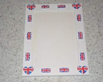 WOODEN 9 X 14 CM PICTURE FRAME FOR YOUR SHOTS