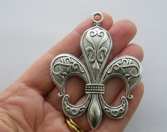 1 Fleur de lis charm antique silver tone WT200