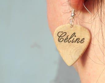 Plettro in legno orecchino, orecchino di coppia con incisione personalizzata, un regalo di compleanno molto bello