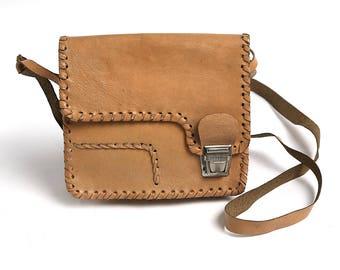 Vintage Woman Handbag, Crossbody bag, 80s Tooled Purse, Shoulder Bag, Leather Retro Lady Purse, Beige messenger bag