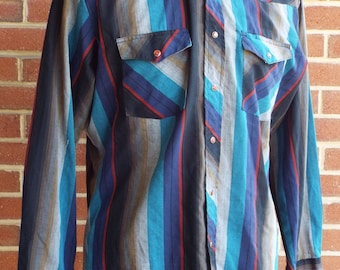 Vintage Wrangler Long Sleeve Western Snap Shirt with Red Buttons