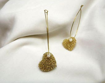 Handmade earrings with bronze wire heart and pearl