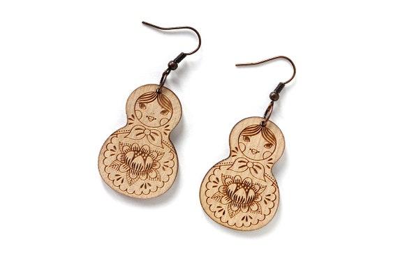 Matryoshkas earrings - lasercut maple wood - Matriochkas earrings - Russian doll kawaii jewelry - cute jewellery - lasercutting - Russia