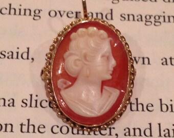 Vintage / brooch / pin / necklace / Cameo