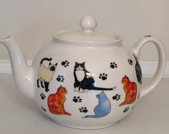 Pristine English Teapot cat