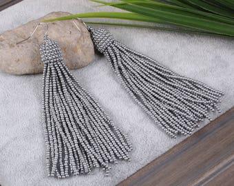 Gray beaded tassel earrings, Beaded earrings in Oscar de La Renta style, long tassel beaded earrings, oscar de la renta tassel earrings