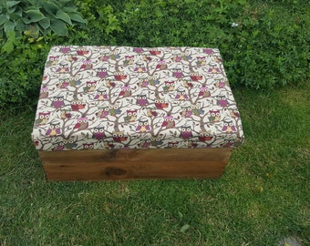 A Recyled Rustic Wooden Wine Box Storage Stool / Box