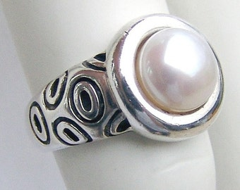 SaLe! sALe! Pearl Ring Sterling Silver