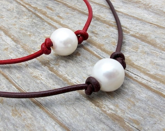 beauty gift, leather and pearl necklace, pearl leather necklace, boho necklace, Christmas gift, June birthstone gift, knotted pearl necklace