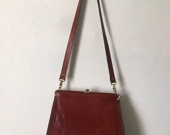 Chestnut brown leather vintage 1930s - 1950s shoulder bag with zip pocket.