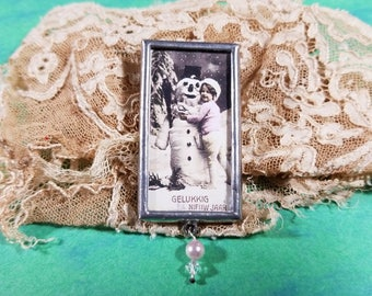 Sweet Snowman and Little Girl Pendant/Pin - Dutch - Happy New Year