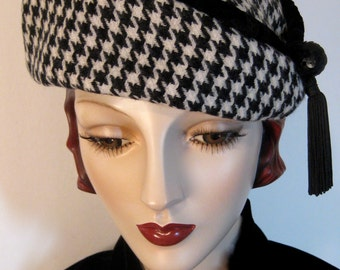 Black and White Houndstooth Beret