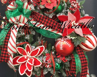 Holiday wreath in red green with poinsettias, Christmas door wreath, Christmas wreath with lights, traditional Christmas wreath, xmas wreath