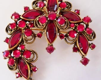 Weiss ruby red pin brooch   Hollycraft for Weiss vintage jewelry   Siam red rhinestone pin   antiqued gold tone vintage pin