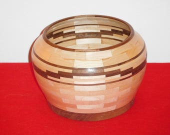 Segmented bowl with stepped feature ring