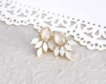 Crystal Bridal earrings, White opal earrings, Bridal jewelry, Ivory cream earrings, Gold earrings, Swarovski crystal, Wedding earrings