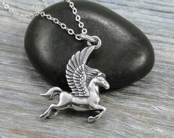 Collier de Pegasus, Pegasus toupie en argent sur une chaîne du câble argent
