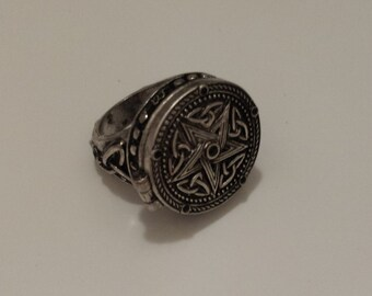 Pentagram star secret locket ring. wizard witch antique silver magic