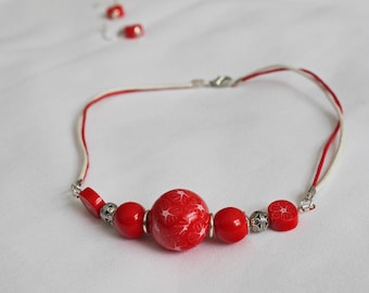 Flower red and white necklace