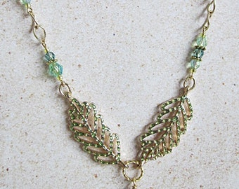 Acorn Pendant Necklace, Leaves and Acorn Necklace, Green Acorn Necklace, Green and Gold Leaves Necklace, Acorn Pendant, Leaves and Acorn