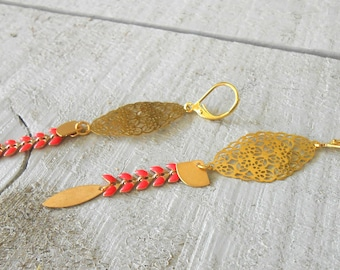 Gold earring, ear enameled orange coral/gold chain