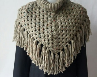 Green Triangle  Scarf , Green Cowl Scarf, Green Crochet Scarf, madevin Acrylic and Viscose