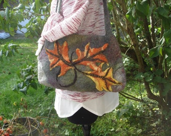 Sac en laine mérinos feutrée manuellement à l'eau et au savon gris et feuilles mortes