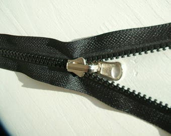 P5 zipper zip reversible injects black paper first, 1st prize