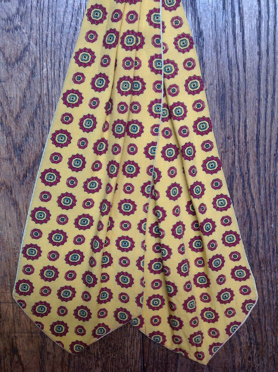 Vintage 1960s 60s vibrant yellow red cotton cravat tie mod