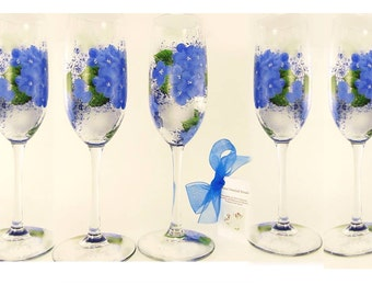 6 Hydrangea Flutes Bridesmaids Glasses Blue Hydrangea Glasses Wedding Party Flutes Bridal Party Glasses Personalized Maid of Honor Gift