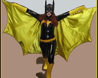 Batgirl TV Classic Black and Yellow Women's Fully Lined Cape Wing Segments & Roda