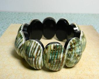 Tiki Mother of Pearl Shell Bracelet - Boho Shell Bracelet Chunky - Green Shell Bracelet