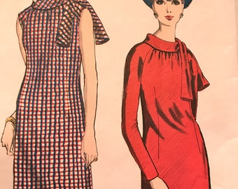 Stylish Vintage Shift Dress---Vogue Young Fashionables 6611---Size 12  Bust 32