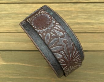 M/L | Distressed Pink Flower Leather Cuff Bracelet