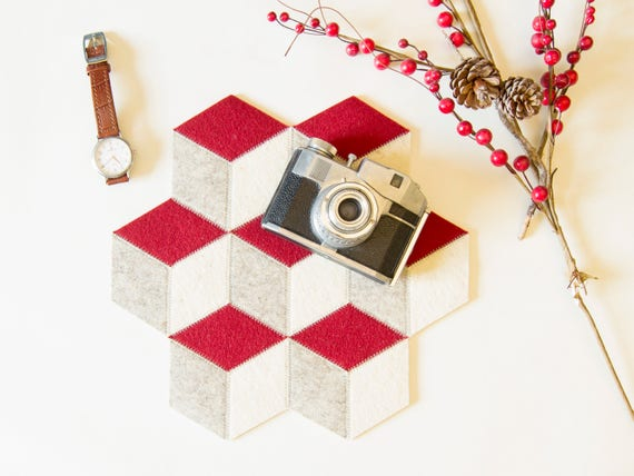 Small table mat / wool felt / Christmas table/ red and white / wool felt mat / stylish table mat / gift idea / made in Italy