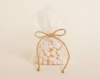 Lace wedding favor bag / 45 bags / vintage style wedding favor rustic wedding favor/barn weddings/beach weddings/baby shower