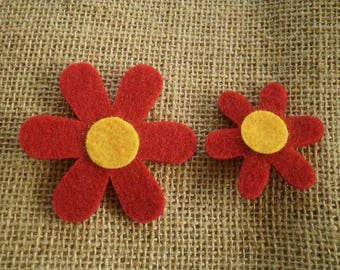 Set of 2 flowers made of felt, red and yellow colors, sizes 4.5 and 6.2 cm