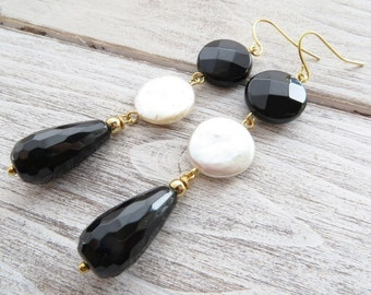 Black onyx earrings, freshwater white pearl earrings, long drop earrings, dangle earrings, gemstone jewelry, modern jewelry, italian jewelry