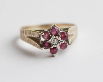 9ct Gold Diamond and Pink Garnet Ladies Ring with Etched Side Pattern   Size UK R  and US 8.75